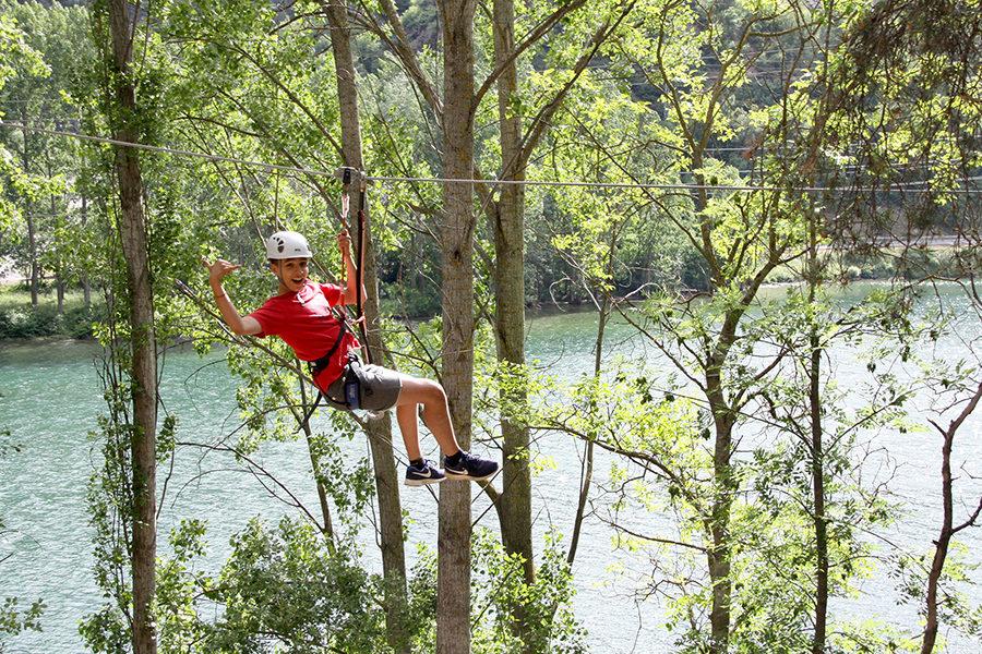 Oferta Aventura en Familia: circuito de aventura en los árboles