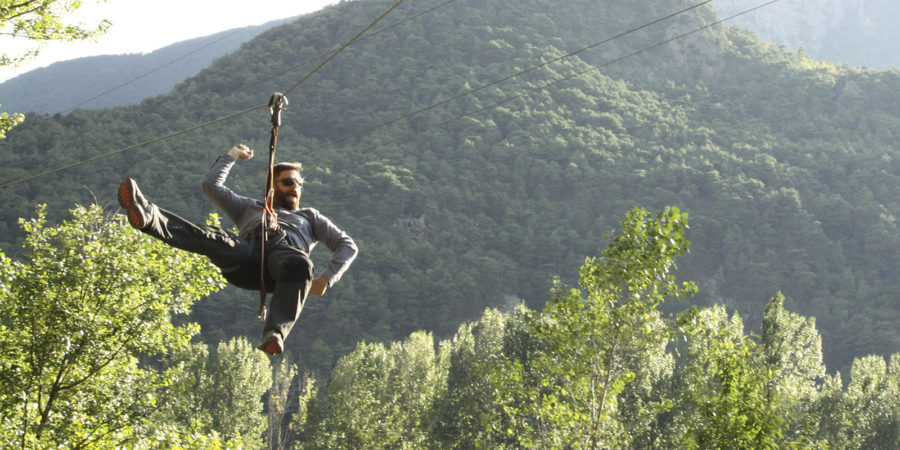 Tirolina al parc d'aventura
