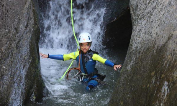 Barranquismo-familia-aventura-pirineos