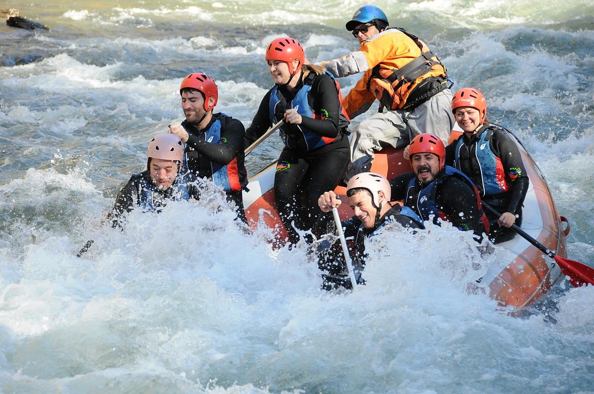 Descenso en el río Noguera Pallaresa, tramo de rafting Llavorsí - Rialp